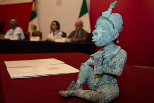 Nigeria Bronze sculpture statue 4