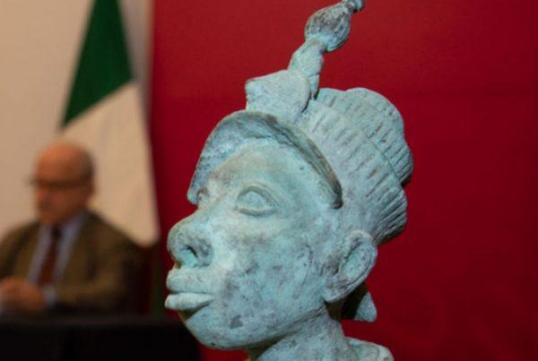 Nigeria Bronze sculpture